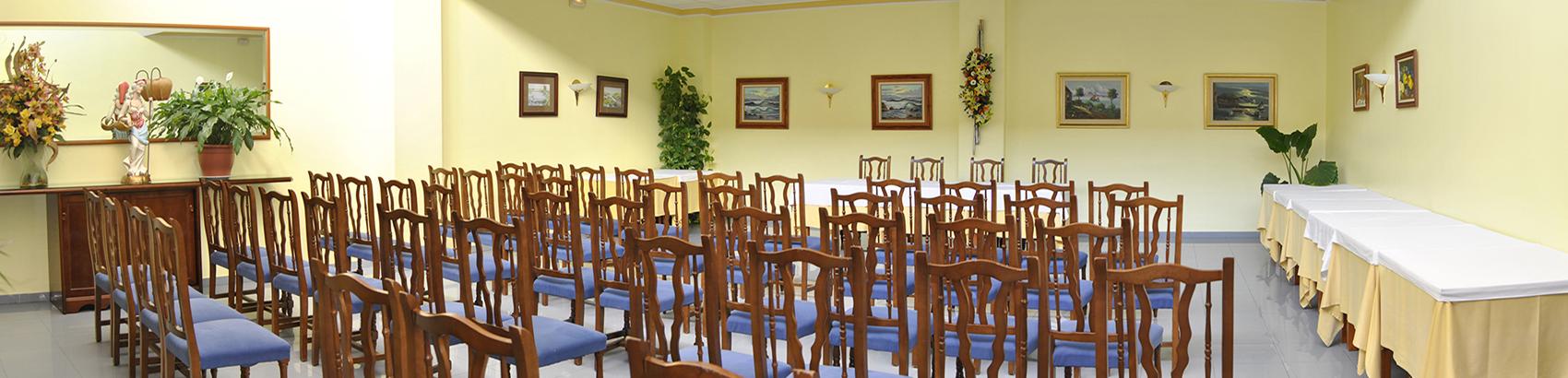 Descubre nuestros salones para reuniones, muestrarios, formaciones…
